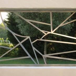 Aspiration de la ligne dans l'espace, triptyque en métal brossé, 3 x 270/170 cm.